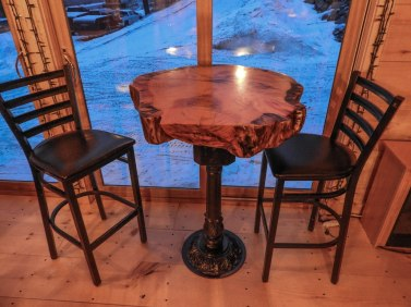 Bar table, with high backed bar stools !